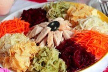 Укрась свой праздник ярким салатом с веселым названием! А называется салат «Козел в огороде»!
