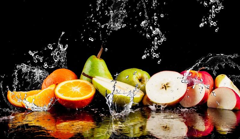 pears-apples-orange-fruits-and-splashing-water