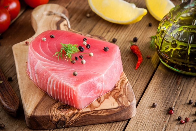 raw-tuna-fillet-with-dill-lemon-and-peppers