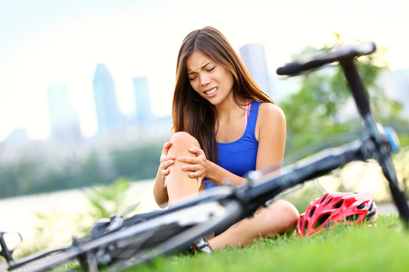 knee-pain-bike-injury-woman