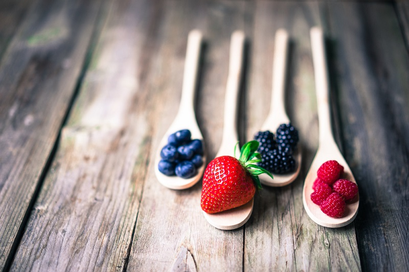 berries-on-wooden-rustic-background