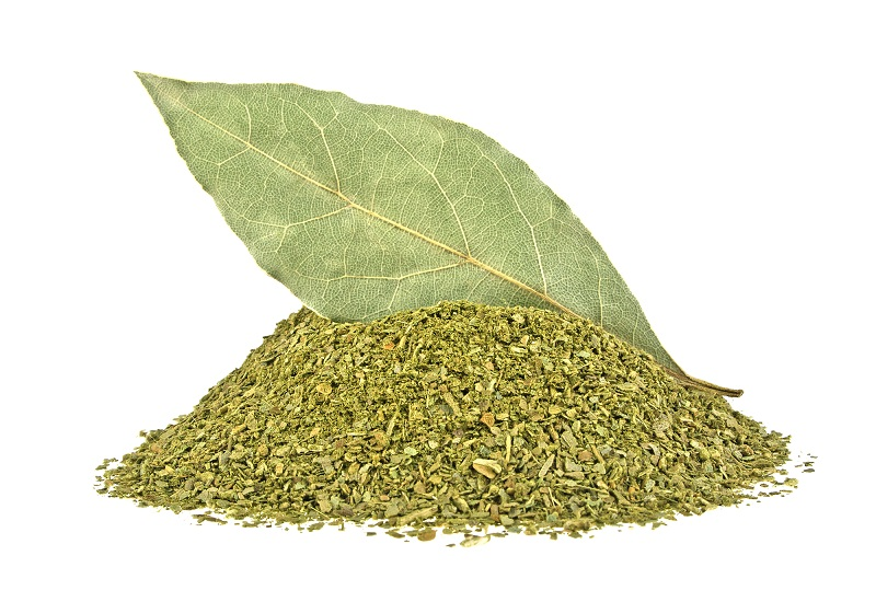 bay-leaf-and-crushed-bay-leaves-isolated-on-white-background