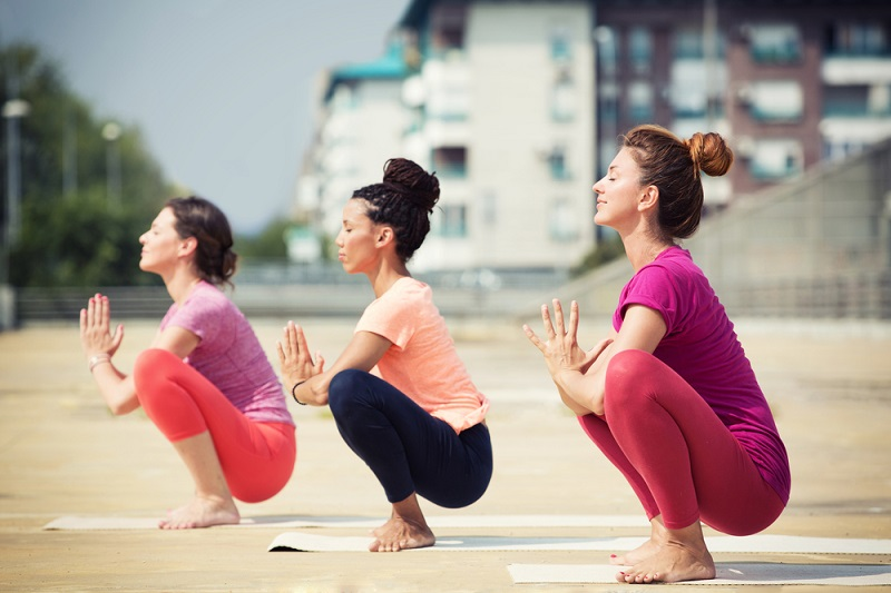 beautiful-women-doing-yoga-outdoors-in-an-urban-neighbourhood