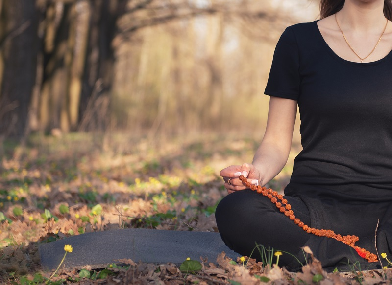 woman-meditating-in-nature