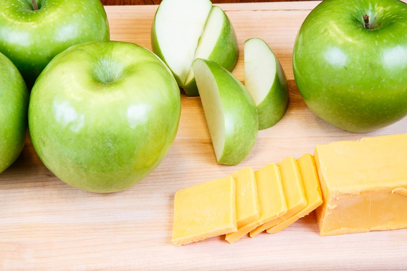 granny-smiths-and-cheese