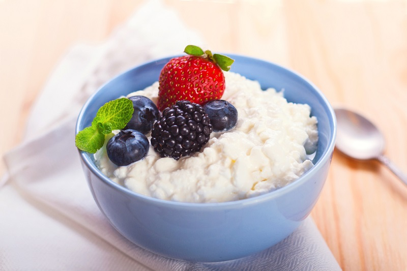 cottage-cheese-with-berries