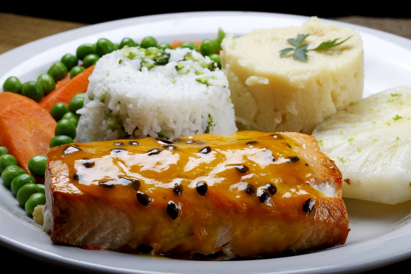 salmon-with-rice-pineapple-and-vegetables