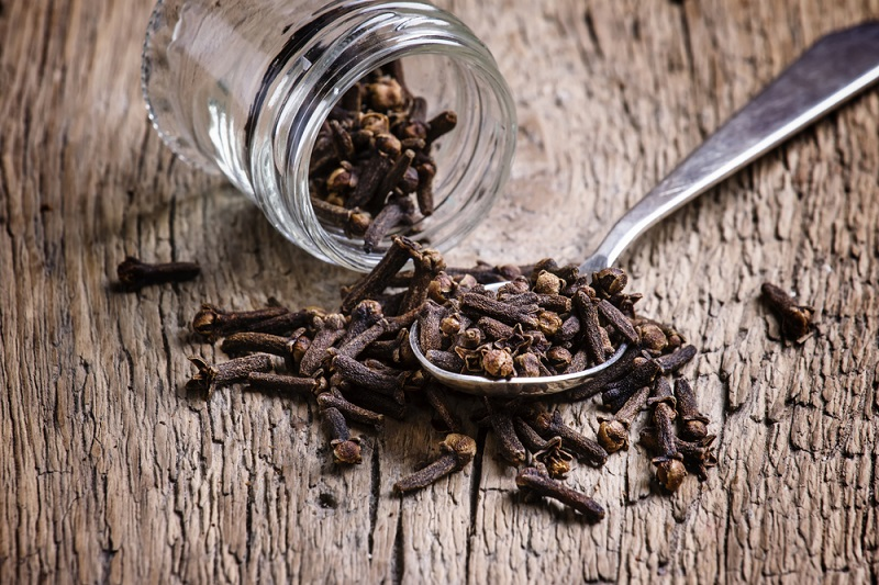 cloves-old-wooden-background-selective-focus