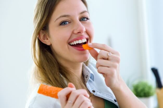 woman-eating-carrot_1301-23-7954337